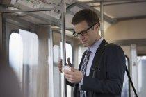 Бізнесмен у вагона поїзда — стокове фото