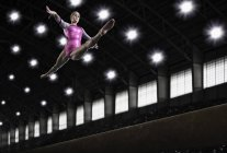 Woman gymnast performing on the beam — Stock Photo