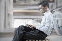 Mann eines digitalen Tabletts — Stockfoto