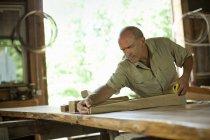 Homem no canteiro de obras — Fotografia de Stock