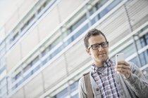 Man holding his smart phone — Stock Photo