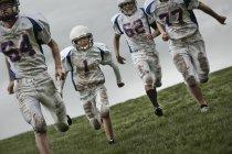 Jogadores de futebol em uniforme de esportes — Fotografia de Stock