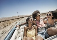 People in a pale blue convertible — Stock Photo