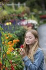 Girl looking at the flowers. — Stock Photo