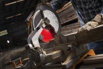 Man using a circular saw to cut timber. — Stock Photo