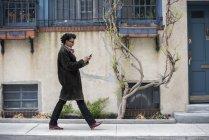 Woman walking along the street — Stock Photo