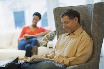 Couple reading at home — Stock Photo