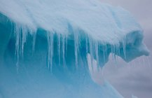 Icicles hanging from iceberg — Stock Photo