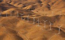 Generatori eolici nel paesaggio — Foto stock