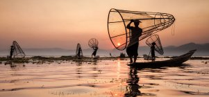 Pescadores no lago Inle — Fotografia de Stock