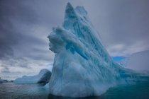 Beautiful huge iceberg — Stock Photo