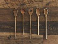 Colheres de pau de variedade de formas e tamanhos — Fotografia de Stock