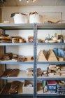 Prateleiras em uma oficina de torneador de madeira — Fotografia de Stock