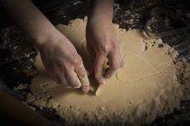 Frauenbeschneidung, herzförmige Kekse — Stockfoto