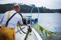 Рибалки намотувальні у рибальську мережу — стокове фото