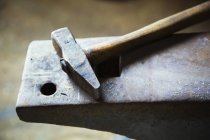 Hammer on top of an anvil. — Stock Photo