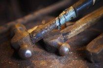 Крупный план металлических молотков — стоковое фото