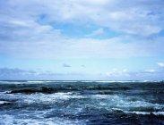 Океан під хмарного неба. — стокове фото