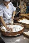 Kleine Handwerker Hersteller von Wagashi Süßigkeiten — Stockfoto