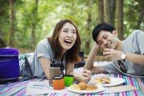 Woman and man having a picnic — Stock Photo