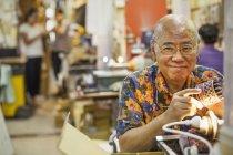 Senior craftsman in a glass maker's workshop — Stock Photo