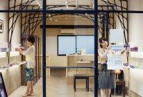 Boutique de vente de verre taillé Edo Kiriko — Photo de stock
