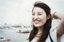 Молодые японские наслаждаясь день в Лондоне — стоковое фото