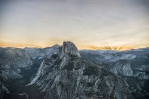 Mountain range in Yosemite valley — Stock Photo