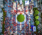 Desfile de Santa Con - foto de stock