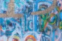 Wand mit bunten Farbe beschmiert — Stockfoto