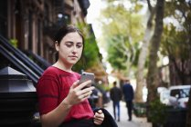 Woman looking at cellphone. — Stock Photo