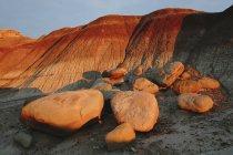 Pedras e estacas de terra — Fotografia de Stock