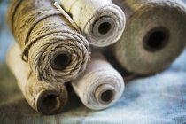 Varias bobinas de cordel - foto de stock