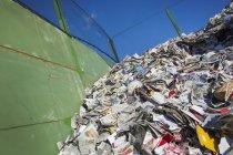 Nespapers riciclati presso il centro di riciclaggio — Foto stock