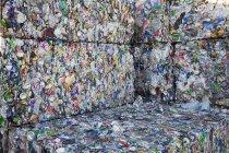 Pacchi di bottiglie di plastica — Foto stock
