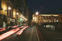 Ponte Vecchio sur la rivière Arno — Photo de stock