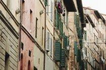 Strada a Siena, case storiche — Foto stock