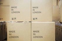 Pila di scatole di cartone — Foto stock