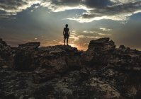 Mountaineer on rock formation — Stock Photo