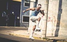 Man rollerskating in street. — Stock Photo