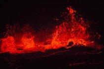 Patrón natural del lago de lava en el cráter. - foto de stock