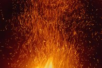 Sparks rising from bonfire in nighttime — Stock Photo