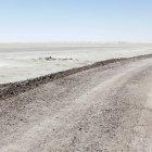 Estrada de terra através do despojamento deserto em Utah, Estados Unidos da América — Fotografia de Stock