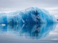 Geleira de lago glacial do Breidamerkurjokull beira do Oceano Atlântico na Islândia. — Fotografia de Stock