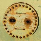 Vista parziale del serbatoio dell'olio arrugginito — Foto stock