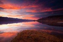 Scenic sunset cloudscape over Owens Lake, California, USA. — Stock Photo