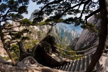 Stairs and Huang Shan mountain landscape in China. — Stock Photo