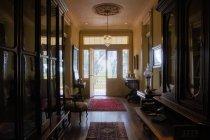 Foyer da entrada do edifício histórico do vintage, New Orleans, Louisiana, EUA — Fotografia de Stock