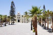 Edifício do velho mundo em cenário tropical de Baja California, México — Fotografia de Stock