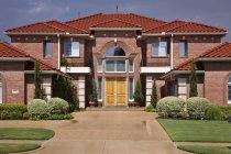 Casa de estilo toscano en el país de McKinney, Texas, EE.UU. - foto de stock